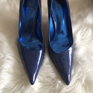 SZ 10 Blue Patent Pointed Toe Heels